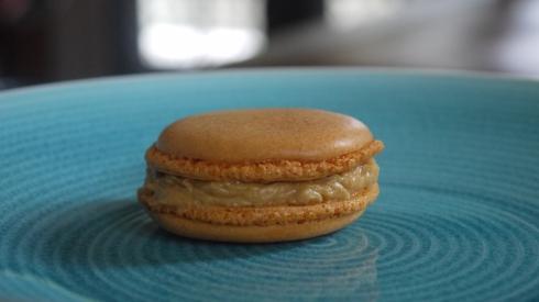 Salted caramel macaroon